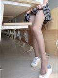 [森萝财团]萝莉丝足写真 R15-037 教室灰丝美脚