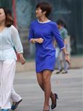 [户外街*拍] 2013.11.29 短发蓝裙咖啡色丝 袜精干女孩