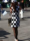 [户外街*拍] 2013.10.01 两个性 感时尚的咪咪谁更吸引你