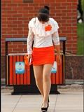 [户外街*拍] 2013.09.25 橘红色与白色套裙那么的迷人